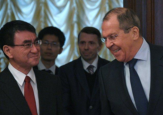 拉夫罗夫在莫斯科与日本外务大臣河野太郎