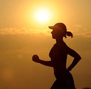 英国女子爬完马拉松后第二天坚持上班