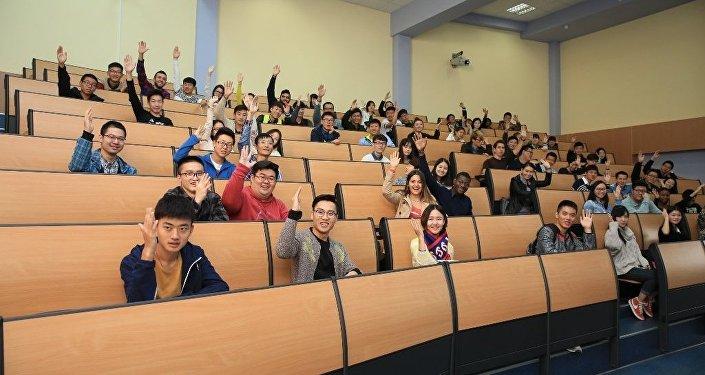 中國浙大學生在聖彼得堡接受俄語培訓並瞭解俄羅斯文化