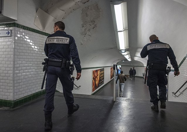 巴黎地鐵一男子遭人潑強酸襲擊