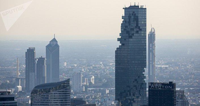 曼谷150座高樓集體灑水抗霾