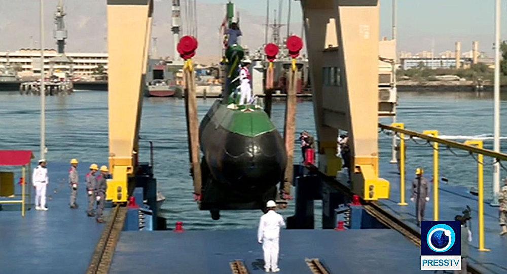 """伊朗展示了国产新型潜艇""""FATEX""""(资料图片)"""
