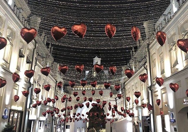 莫斯科步行街上情人節間浪漫的裝扮