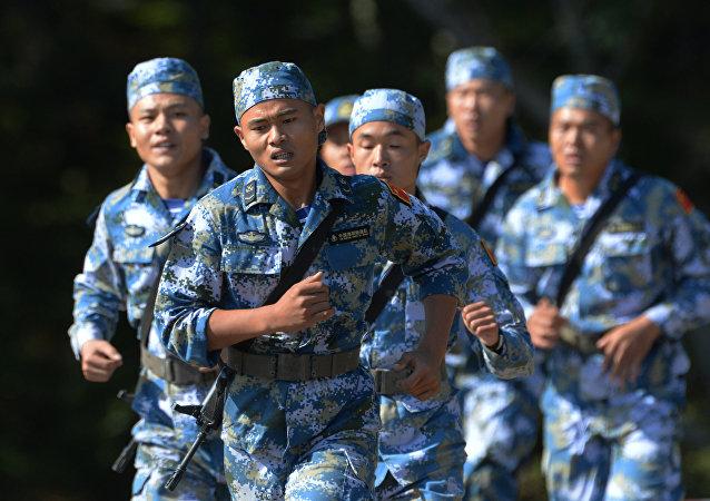 俄方向中方提供17套俄羅斯軍裝常服樣衣