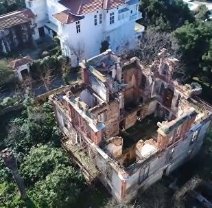 无人机拍下沦为废墟的土耳其托洛茨基之家