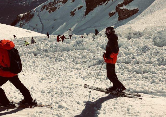 瑞士雪崩 或有十餘人被埋