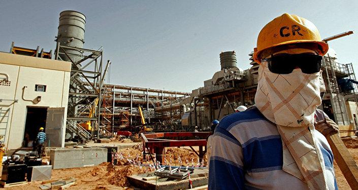 媒體:沙特希望16日將石油產量恢復三分之一