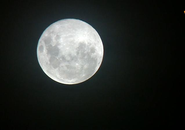 美副總統:特朗普要求在五年內「不計代價」將美國人送上月球