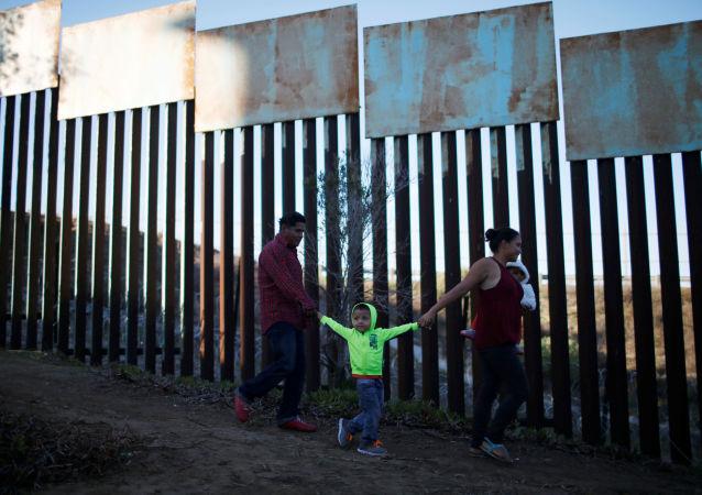 洪都拉斯新一波移民車隊開始抵達與墨西哥接壤的地區