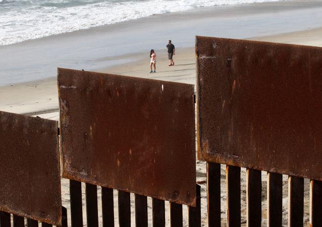 美国政府出台在美墨边境必须讯问的人员名单