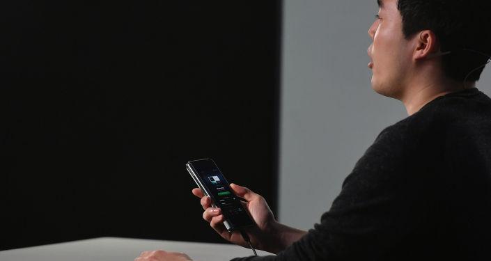 Демонстрация работы Samsung Galaxy Fold на презентации в Сан-Франциско