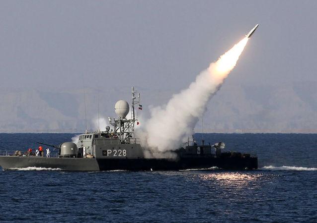 伊朗海军进行军演