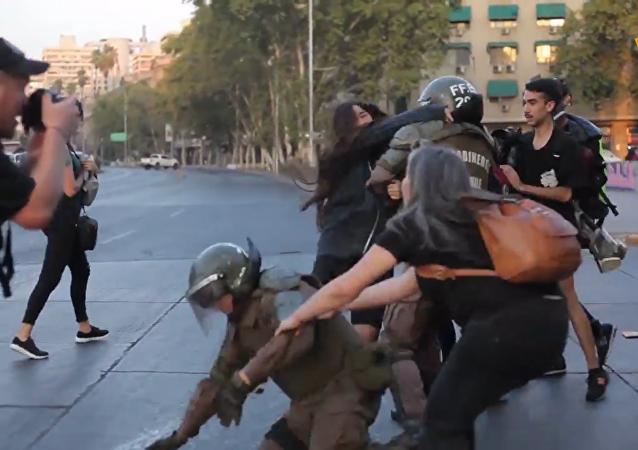 智利工會領袖紀念遊行以與警方衝突結束