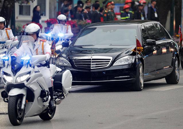 金正恩離開酒店前往朝鮮駐越使館