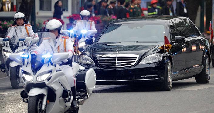 一台黑色轎車現身「普金會」選定地點——俄遠東聯邦大學