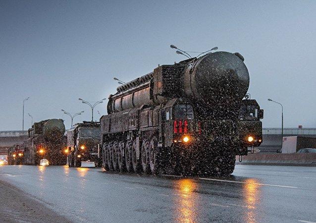 战略导弹系统遇莫斯科早晨大堵车