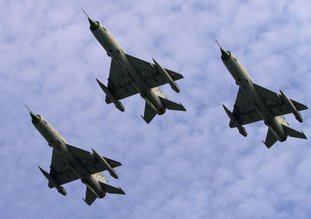 网上出现印度米格-21战机跟巴基斯坦F-16战机空战视频