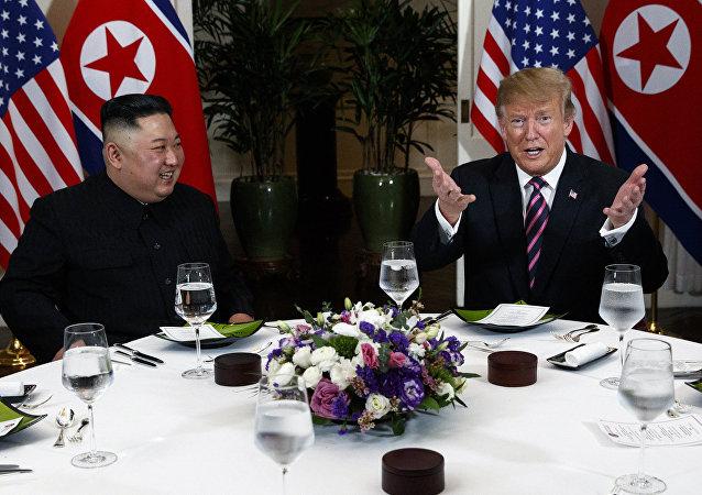 美国总统唐纳德·特朗普与朝鲜领导人金正恩