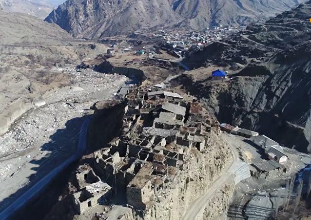 无人机拍到俄高加索废弃山村
