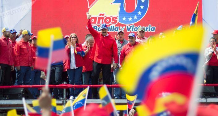 Президент Республики Венесуэла Николас Мадуро выступает на митинге в Каракасе