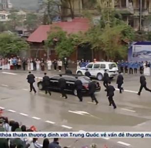 金正恩抵达越南