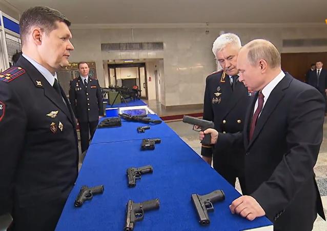 普京参观俄罗斯新武器
