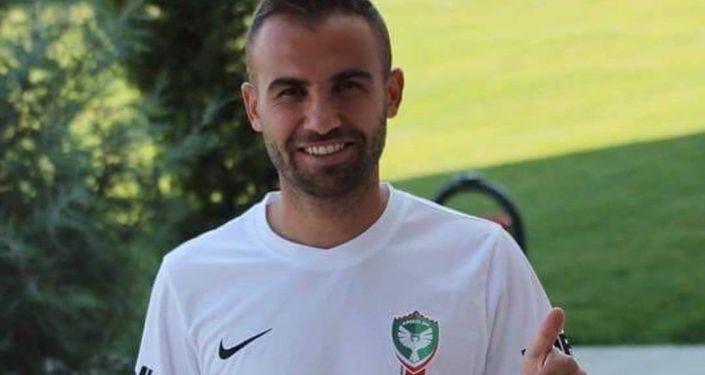 土耳其一足球运动员带刀片入场 暗中划伤对手