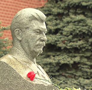 俄共产党员举行每年的活动纪念斯大林逝世66周年