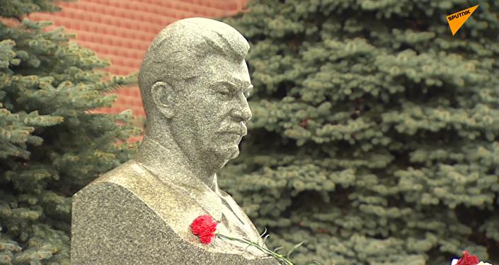 俄共產黨員舉行每年的活動紀念斯大林逝世66週年