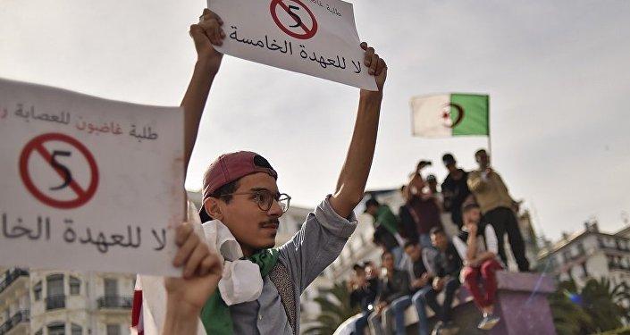专家:阿尔及利亚抗议活动将持续至现任总统放弃参加选举为止