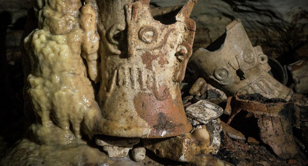Обнаруженные артефакты в пещере под Чичен-Ица, Мексика