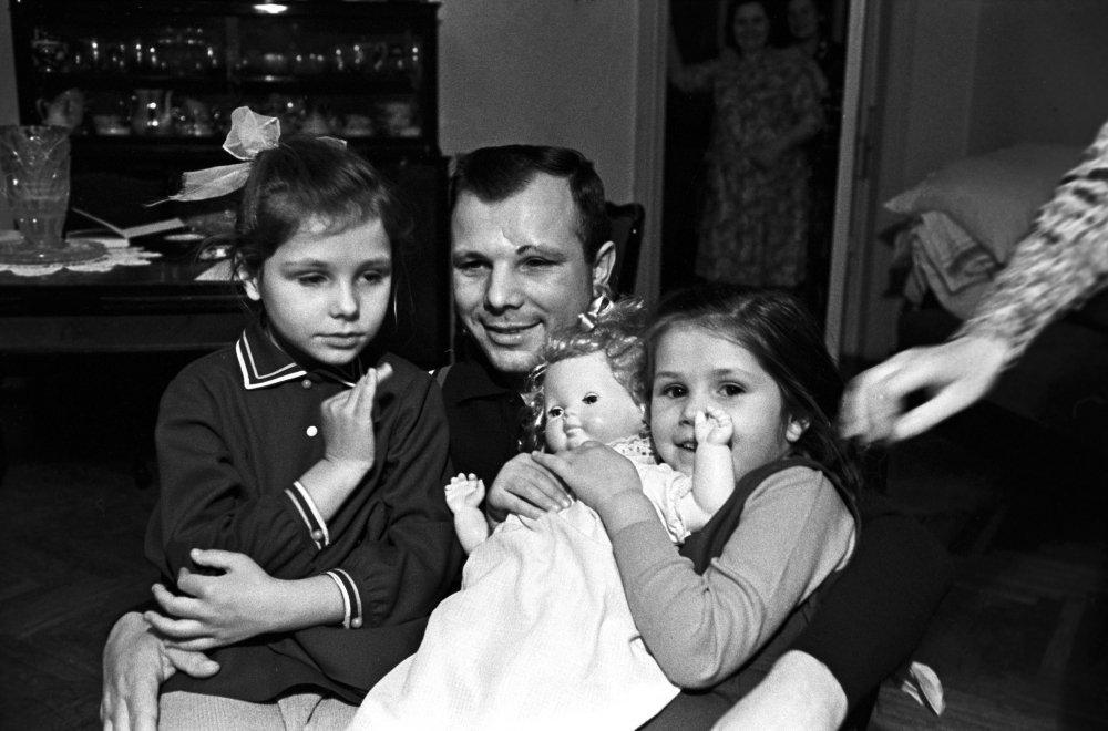 加加林与女儿们