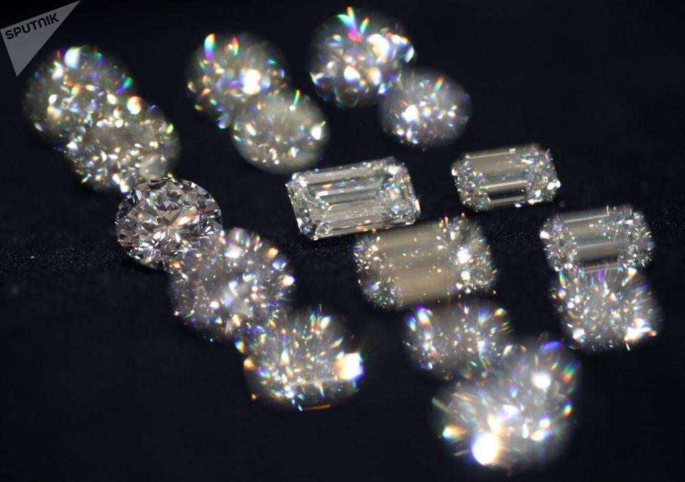 钻石展上的埃罗莎公司钻石