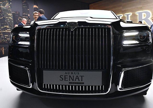 俄工貿部部長在瑞士推介俄產Aurus豪車