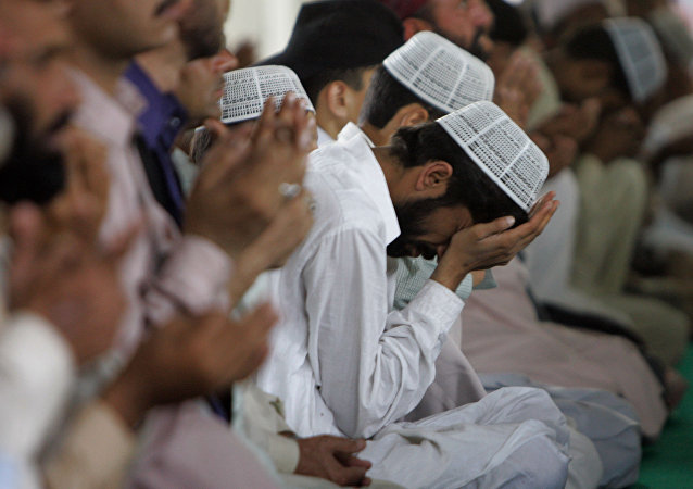 巴基斯坦人在祷告(资料图片)