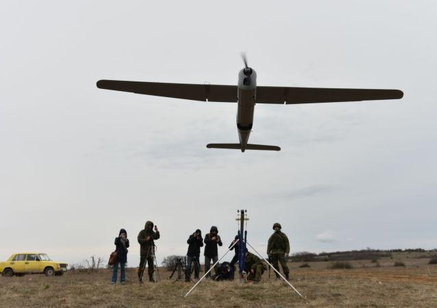 """""""海雕""""无人机首次协助东部军区驻外贝加尔边疆区炮兵校正射击"""