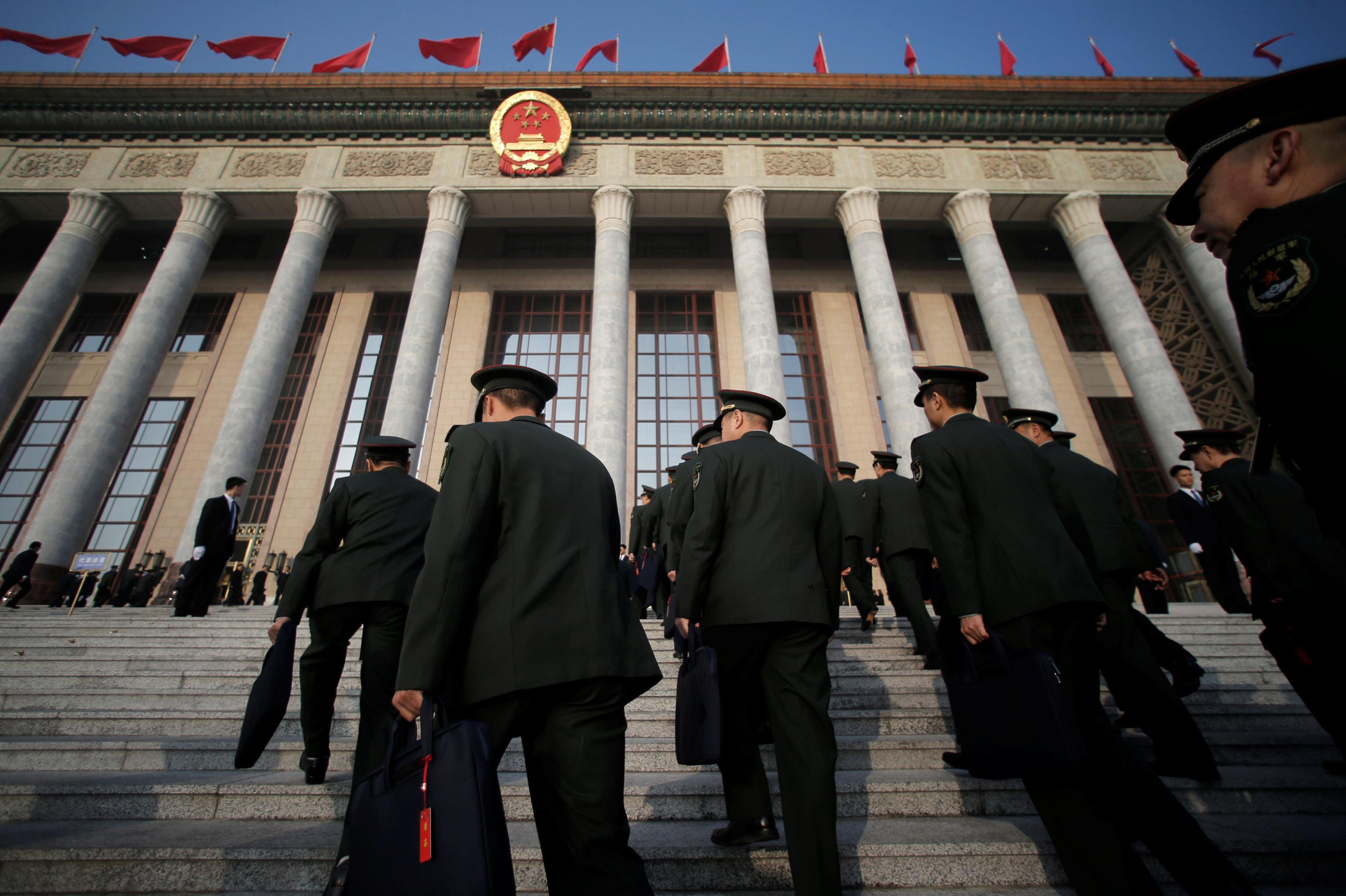 """安德烈·卡尔涅夫认为,本届全国人大会议关于台湾问题的第二个讨论重点是强调遵守""""九二共识""""的重要性。"""