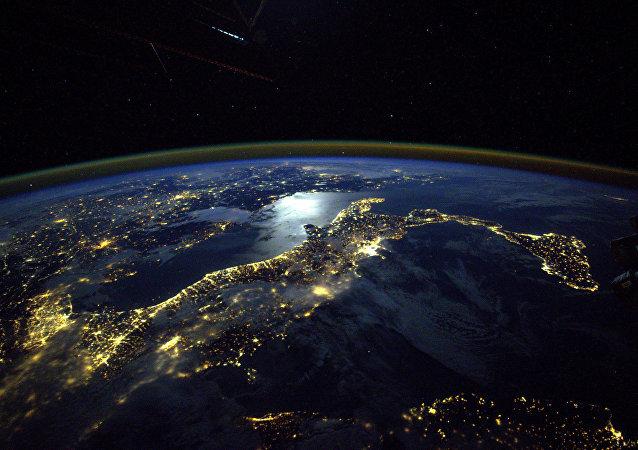 消息人士:国际空间站美国宇航员将身着备用太空服出舱