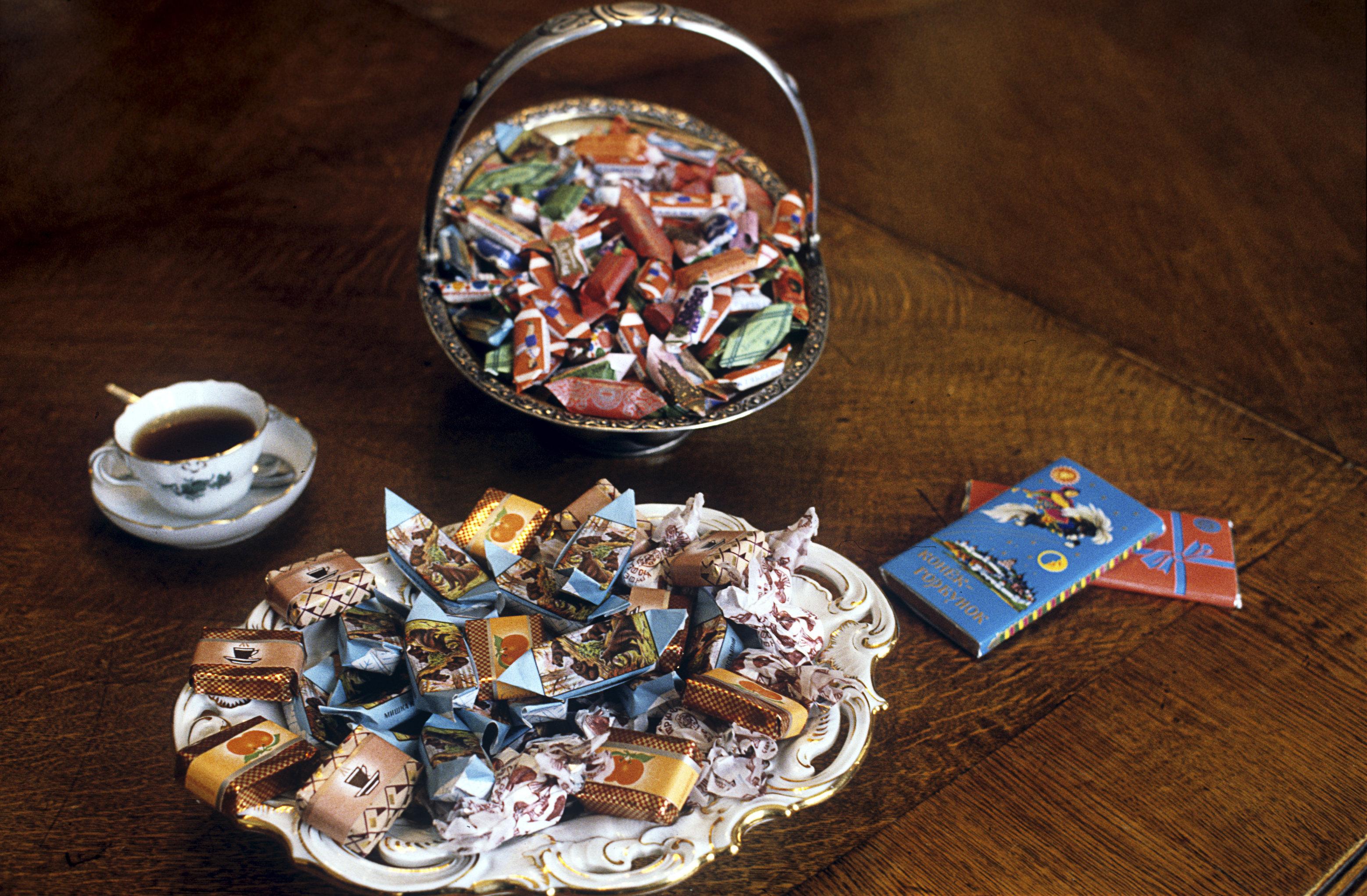 「紅十月」巧克力糖果廠