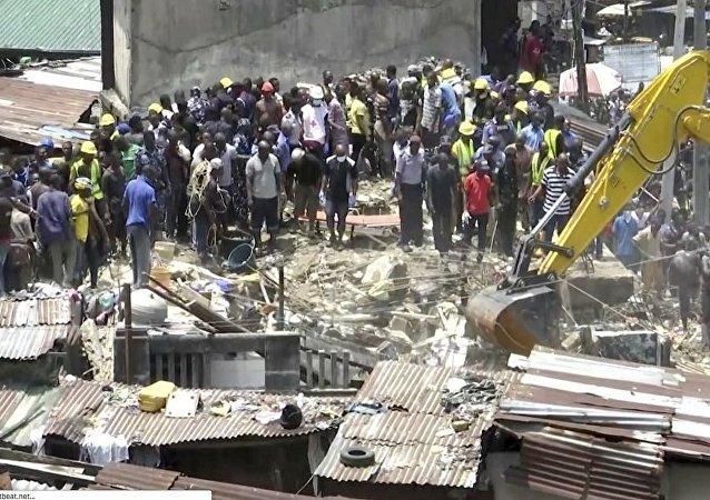 尼日利亞學校樓房垮塌 包括兒童在內約20人獲救