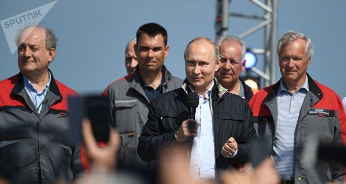普京:跨刻赤海峽大橋對克里米亞和俄南部發展具有重要意義