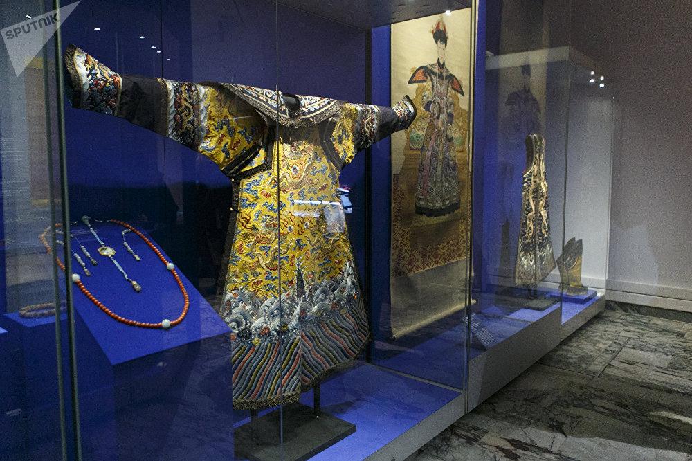 清干隆年间(1736-1796)皇后礼服