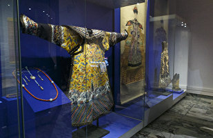 俄萨马拉市举办中国清朝皇家服饰展