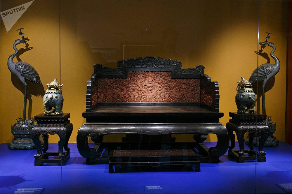 清代(1644-1912)的皇位宝座