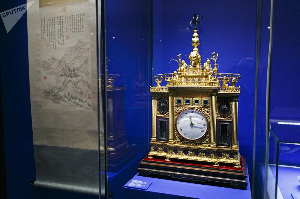 清乾隆年间(1736-1796)带有人像的座钟,广州
