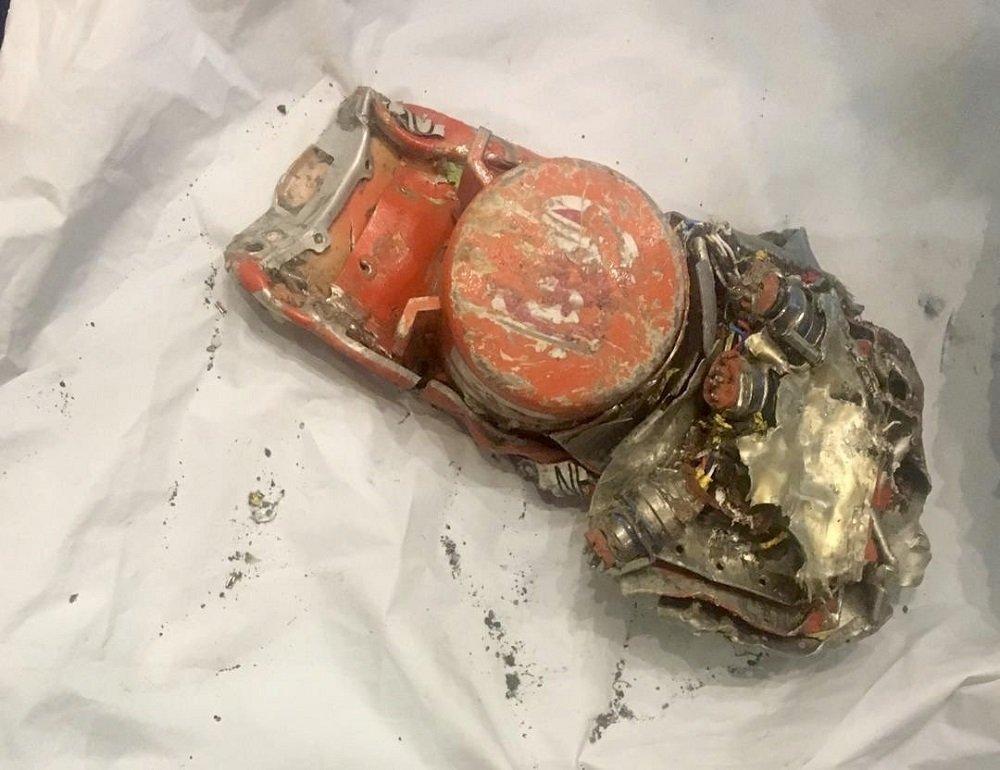 法国公开黑埃航坠毁波音客机黑匣子照片