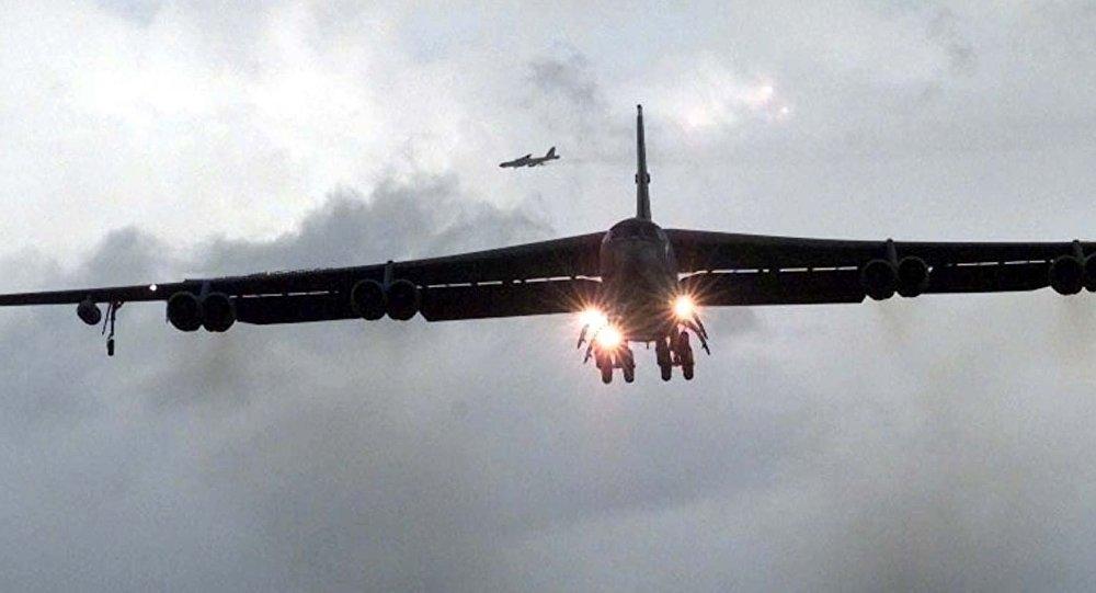 美國戰略轟炸機B-52