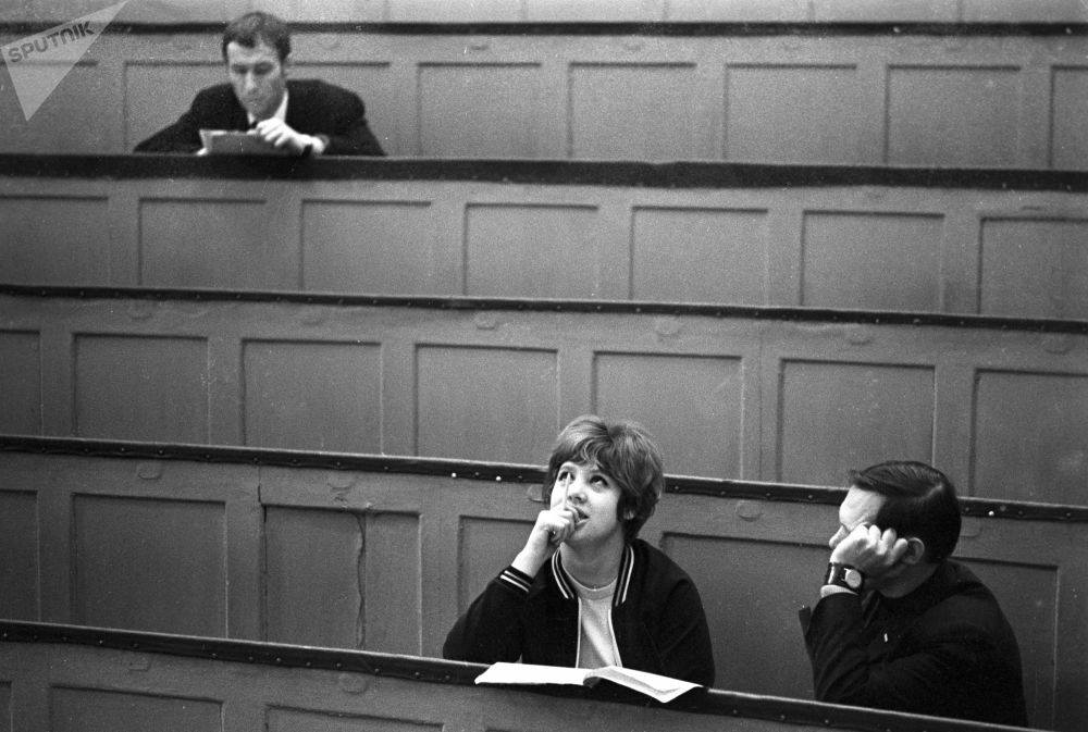 1973年苏联函授贸易学院礼堂的学生们