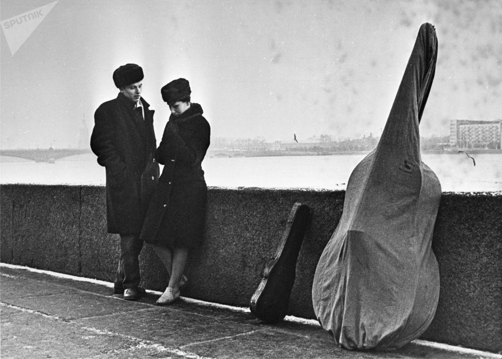 摄影师鲍里斯·库多亚罗夫1970年的作品《工作日》