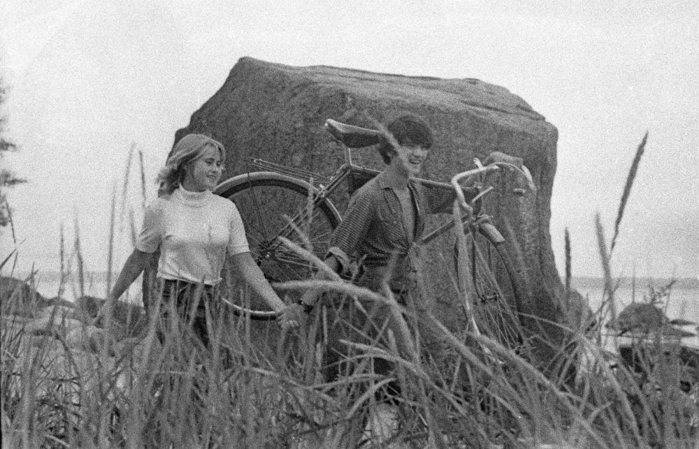 1972年闲庭信步的年轻人